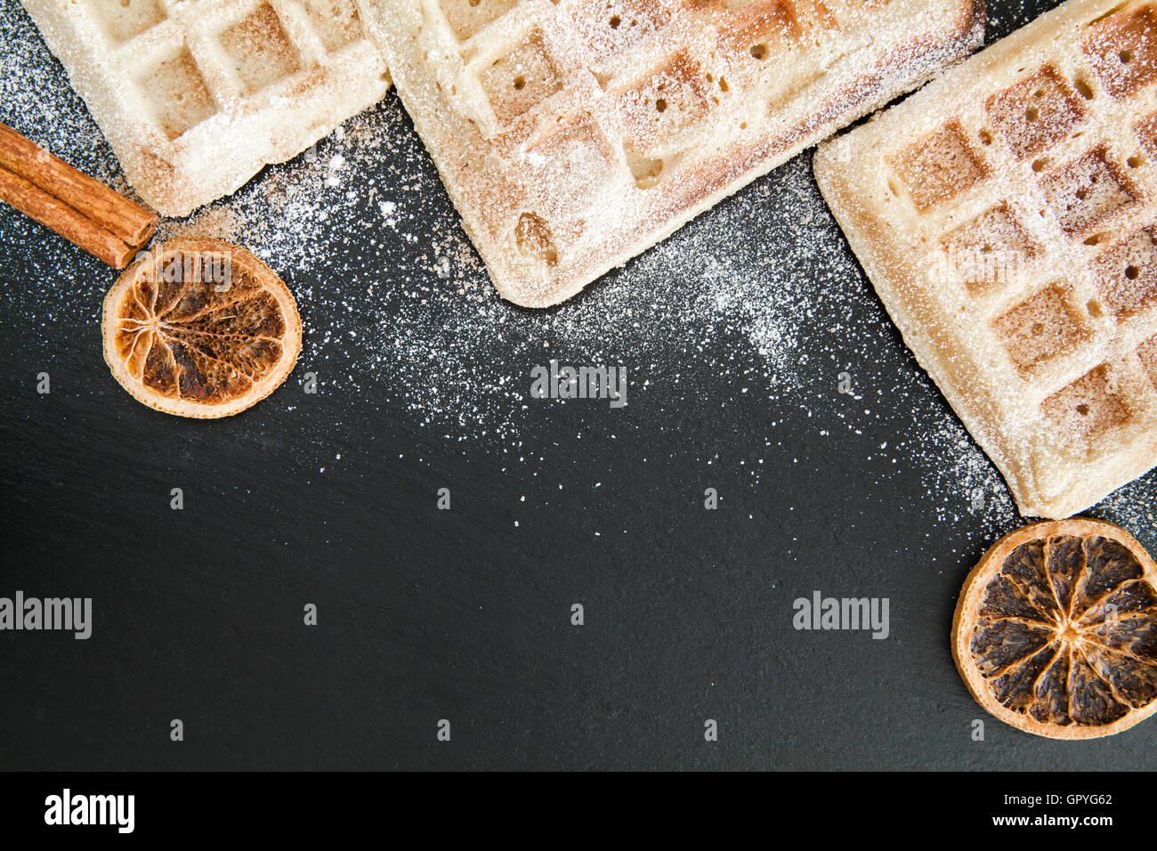 Fondo con alimentos dulces gofres belgas Imagen De Stock