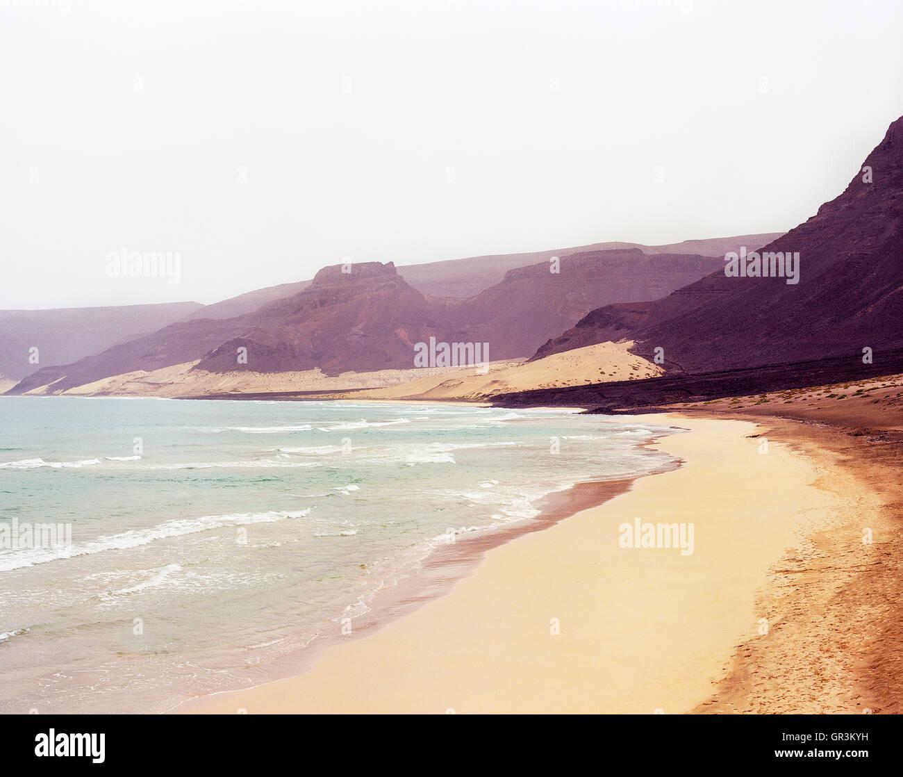 Norte de playa Baia, la isla de Sao Vicente, Cabo Verde, África. Imagen De Stock