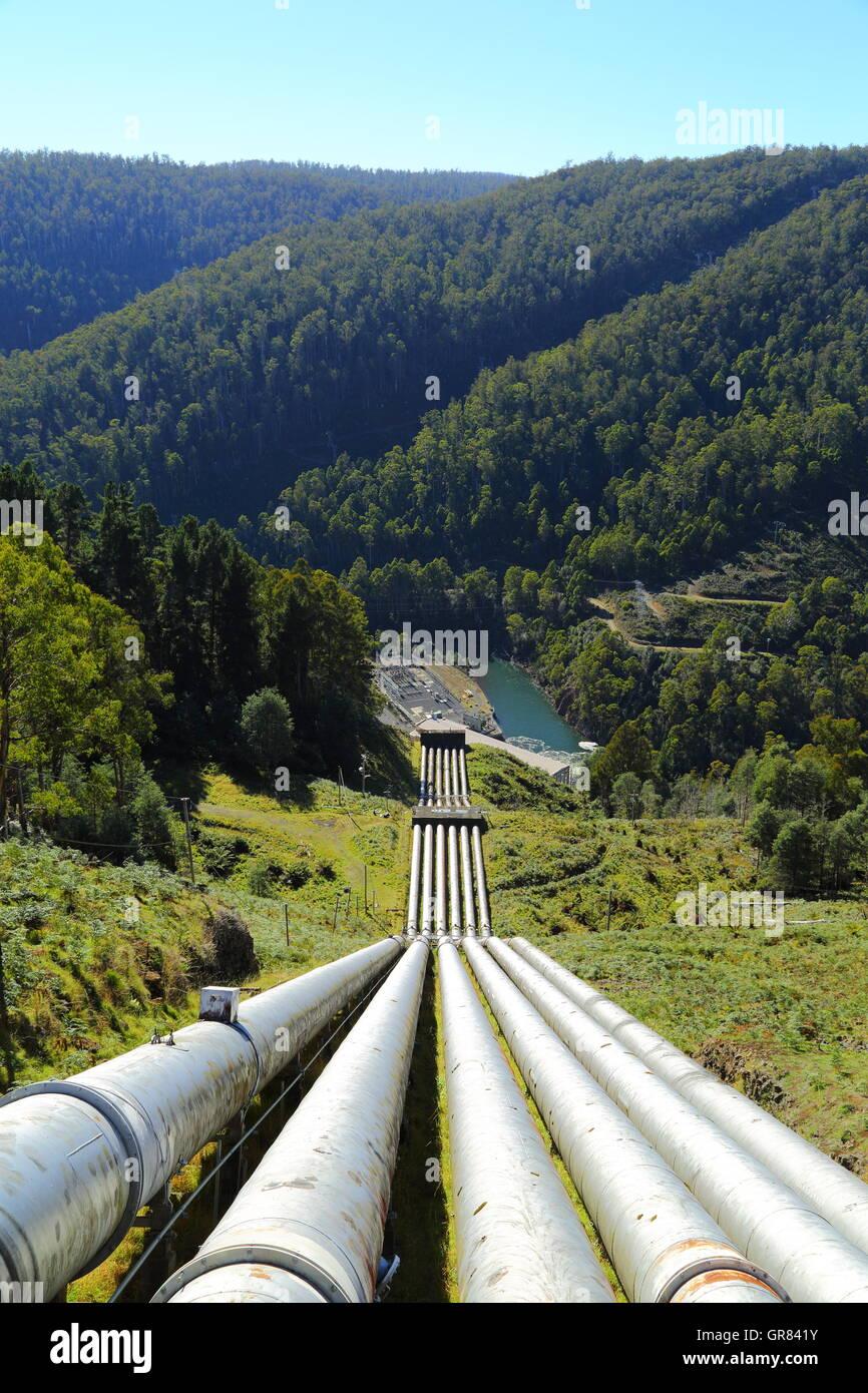 Encargó en 1938, este desarrollo hidroeléctrico fue el origen de Tasmania 110KV del sistema de transmisión. Foto de stock