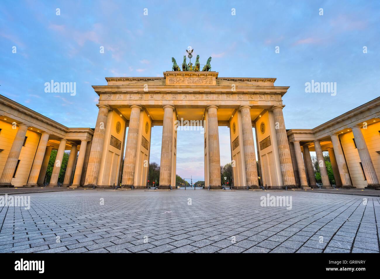 La Puerta de Brandenburgo en Berlín, Alemania. Imagen De Stock
