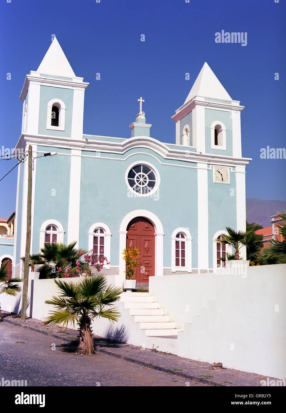 La iglesia local, San Felipe, Fogo, Islas de Cabo Verde, África Imagen De Stock