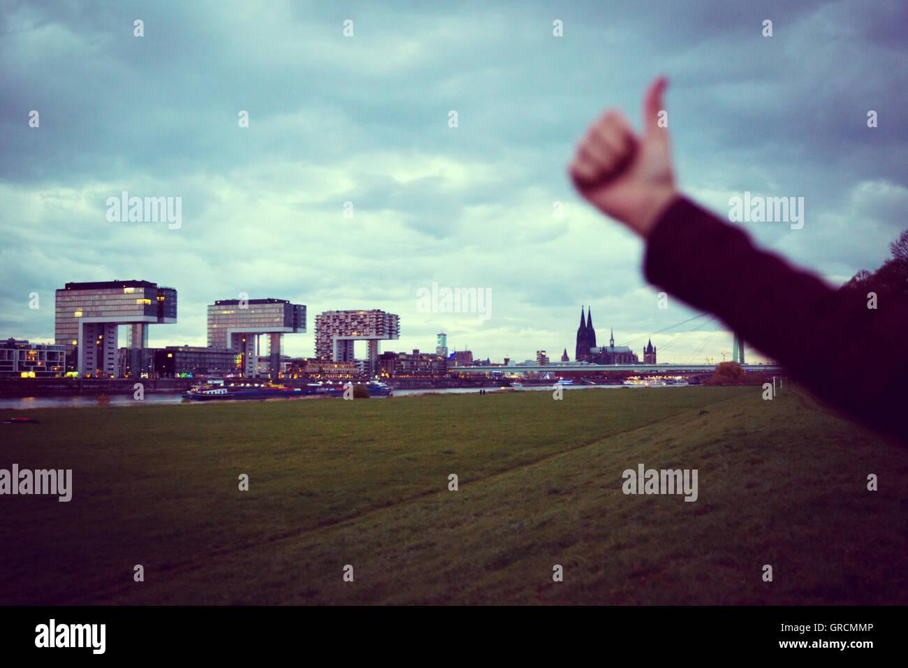 Ciudad de Colonia con Kranhouses, Dom, TV Tower y el Rhin, Positiv Imagen De Stock