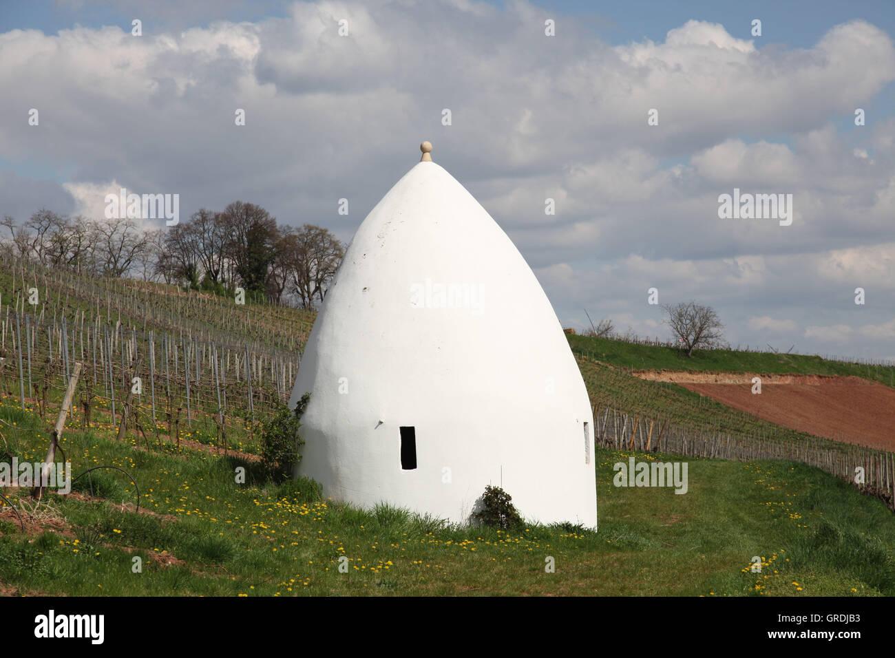 Trullo en los viñedos cerca de Uffhofen Rhinehesse, Alemania Imagen De Stock