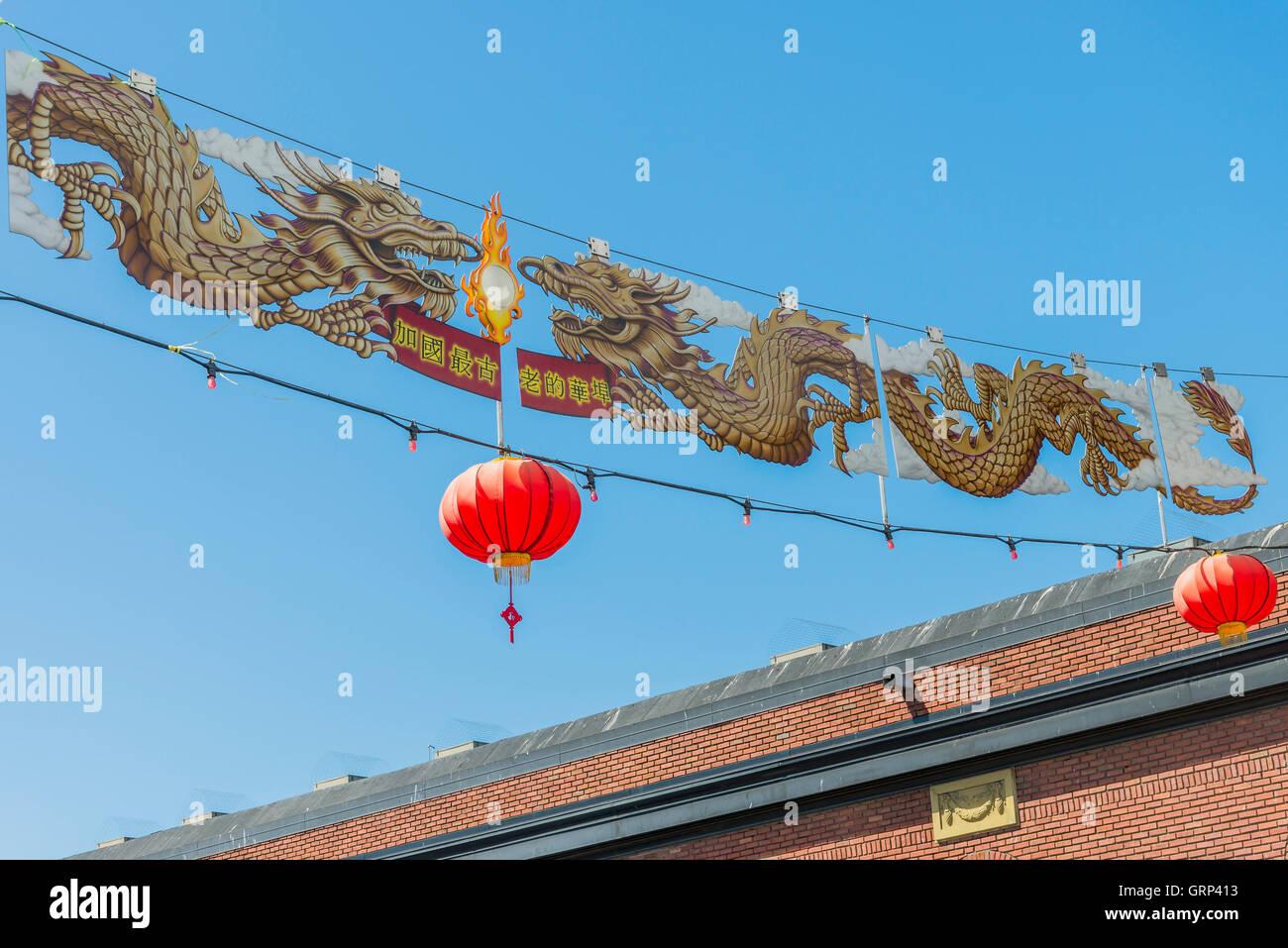 Dragon street banner, Chinatown, Victoria, British Columbia, Canadá Imagen De Stock