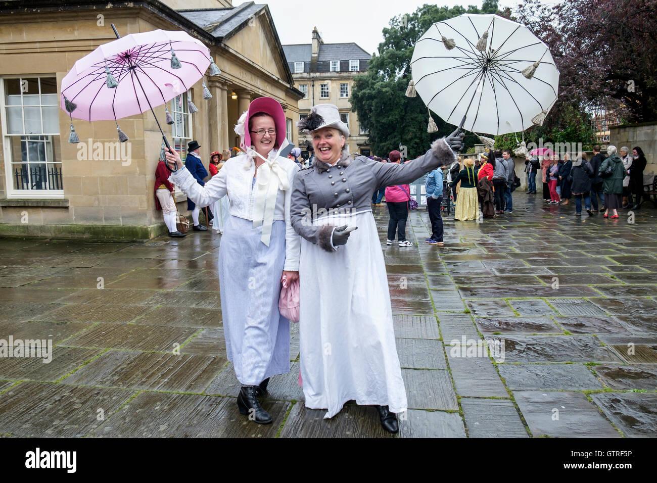 Bath, Reino Unido. 10 Sep, 2016. Los fans de Jane Austen son retratada tomando parte en las famosas murgas Grand Imagen De Stock