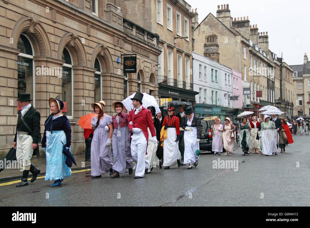 Jane Austen Festival. 9ª-18ª de septiembre de 2016. Bath, Somerset, Inglaterra, Reino Unido. La lluvia Imagen De Stock