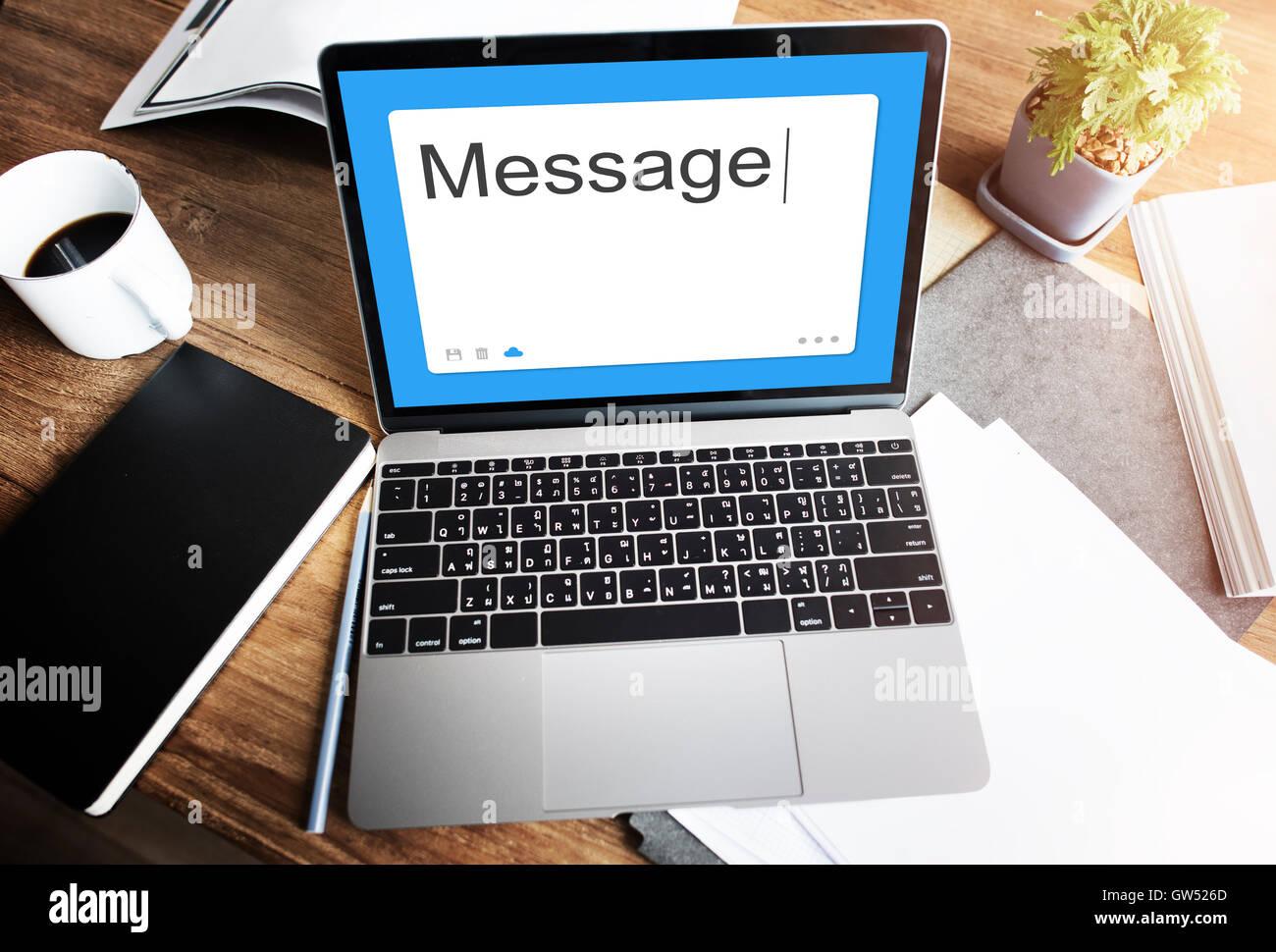 Mensaje Redes Sociales el concepto de comunicación SMS Foto de stock