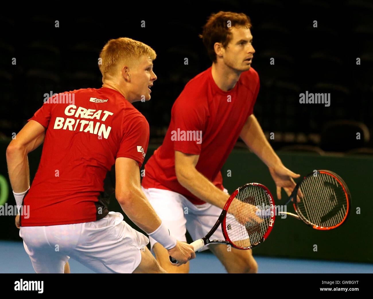 9424a93a9d Gran Bretaña es Kyle Edmund y Andy Murray durante la sesión de entrenamiento  en el estadio Emirates