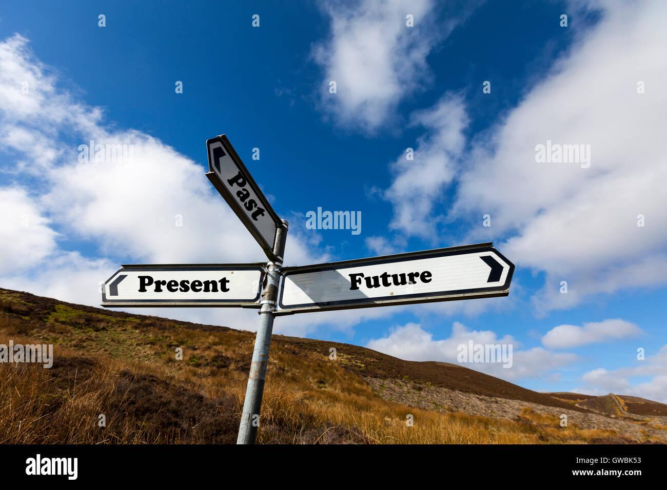 Pasado Presente futuro en vivo señal palabras dirección direcciones opción Elegir opciones de camino Imagen De Stock