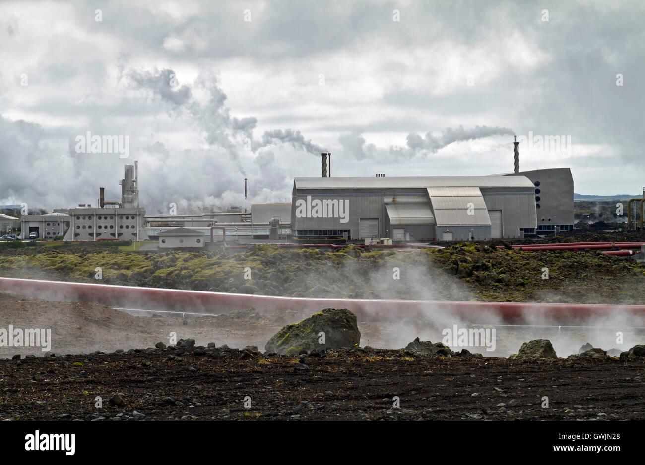 Construido sobre un powerstion geotérmica en Islandia lavafield Imagen De Stock
