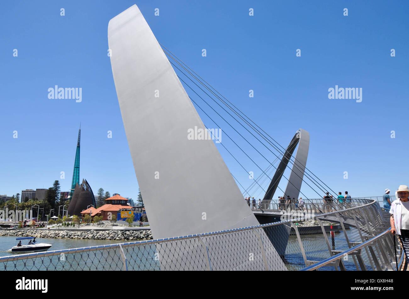 Elizabeth Quay Bridge Imágenes De Stock & Elizabeth Quay Bridge ...