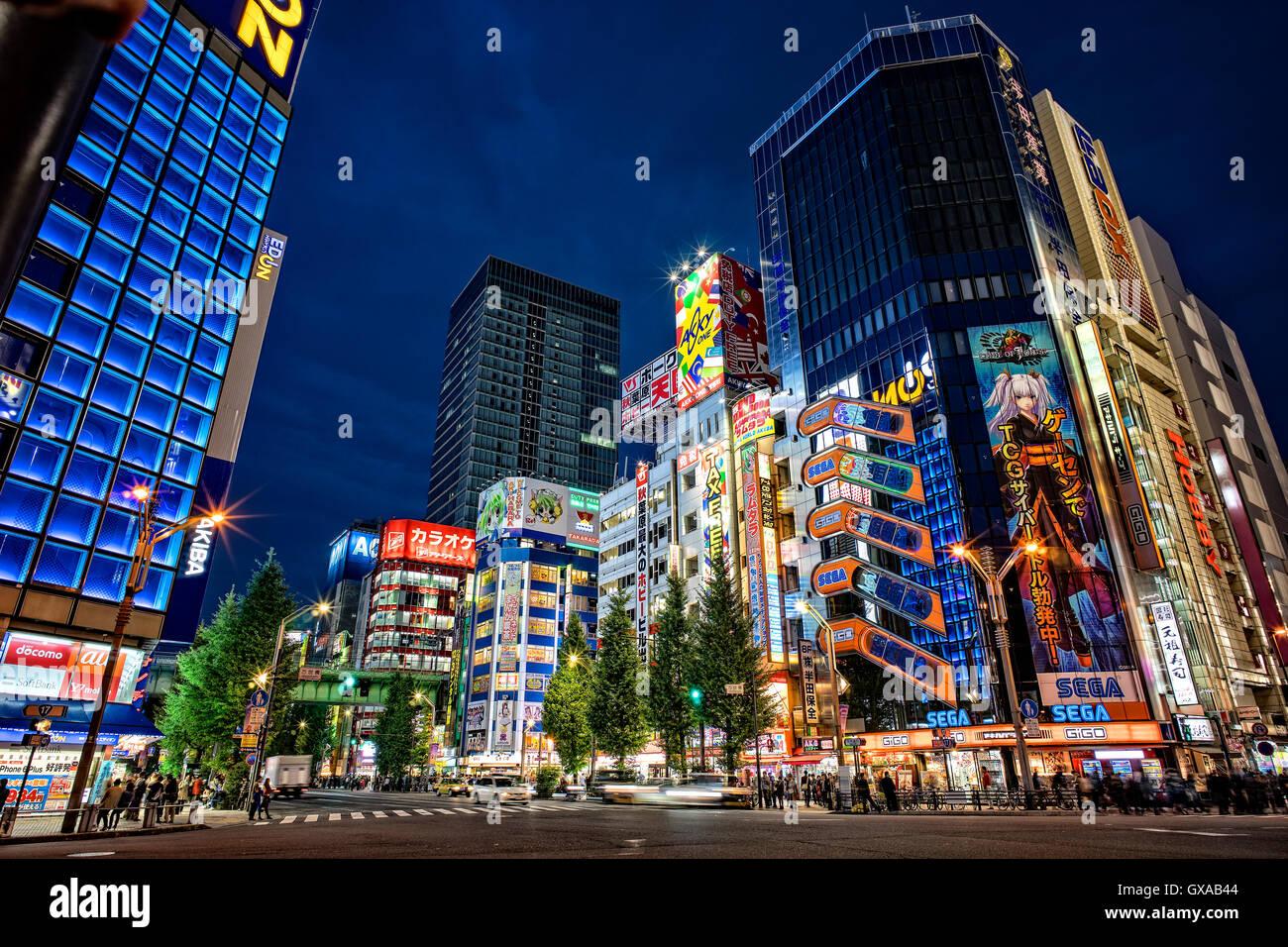 La isla de Japón, Honshu, Kanto, Tokio, en el distrito de Akihabara en la noche. Imagen De Stock