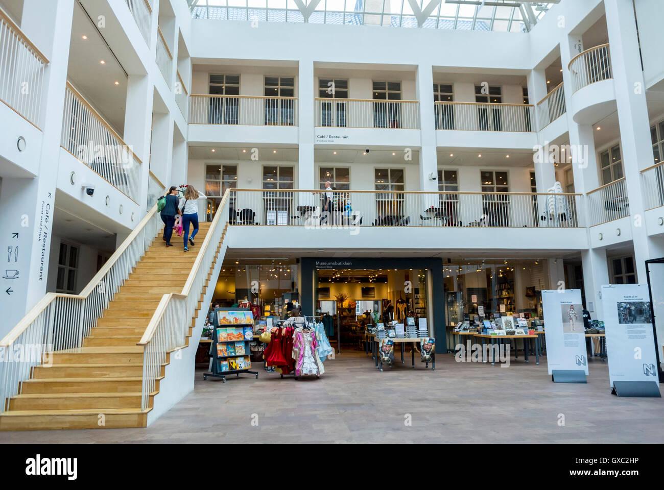 Copenhague, Dinamarca, en vista del atrio, en el interior, el Museo Nacional Nationalmuseet 'Restaurante Julian' Foto de stock