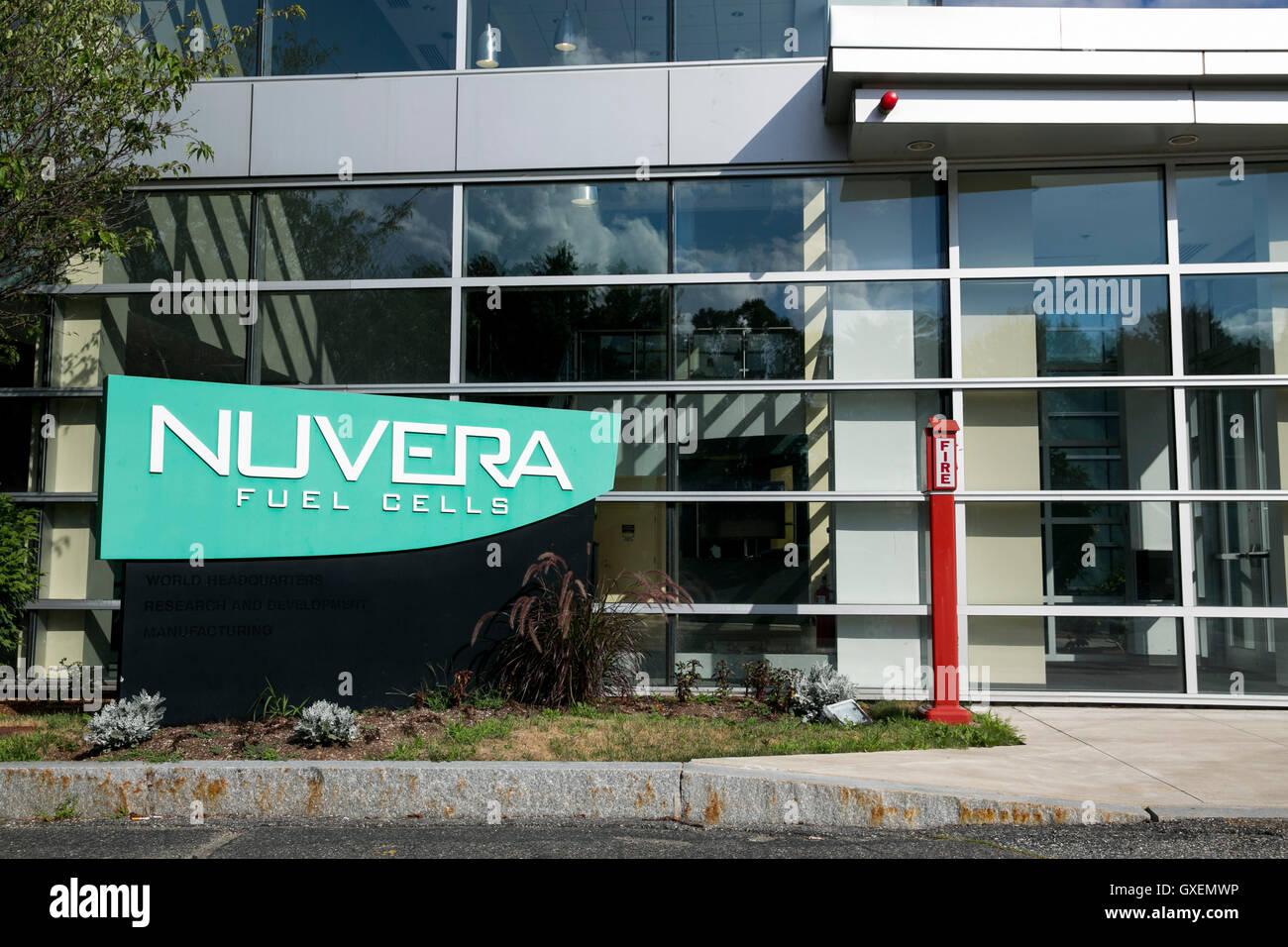 Un logotipo firmar fuera de la sede de Nuvera celdas de combustible en Billerica, Massachusetts el 14 de agosto Imagen De Stock
