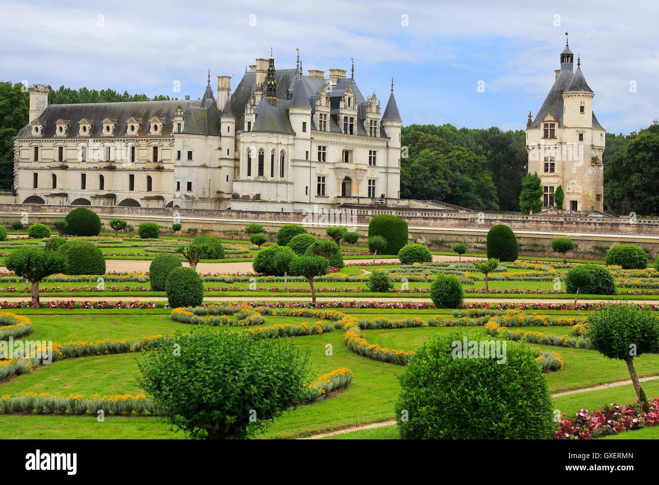 El Château de Chenonceau es un castillo francés que abarca el río Cher, cerca de la pequeña Imagen De Stock