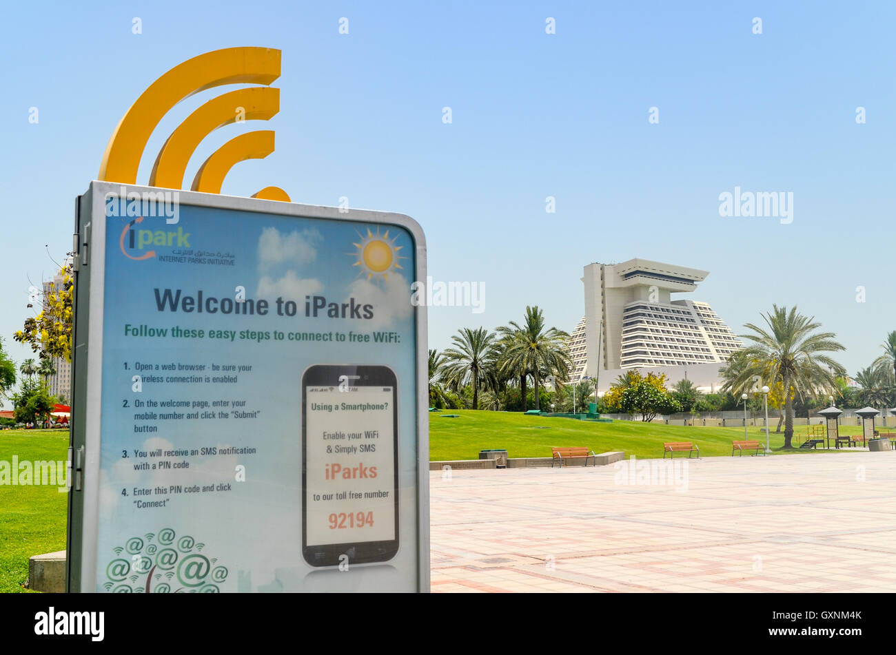 Wifi gratis en Doha, Qatar, en frente del hotel Sheraton Imagen De Stock