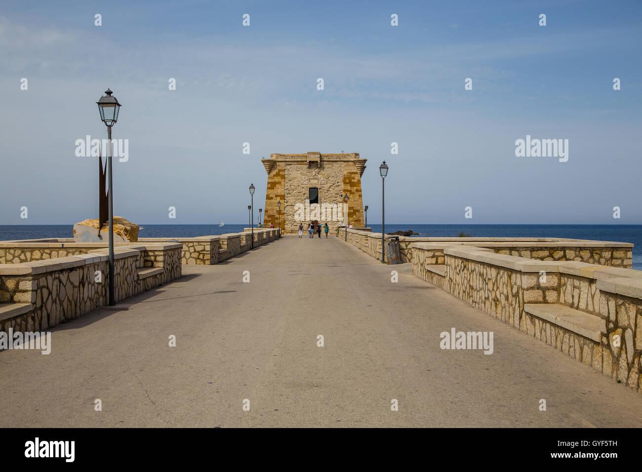 Torre (Torre Ligny) di ahora un museo de prehistoria en la costa noroeste de este puerto pesquero, Trapani, Sicilia, Imagen De Stock