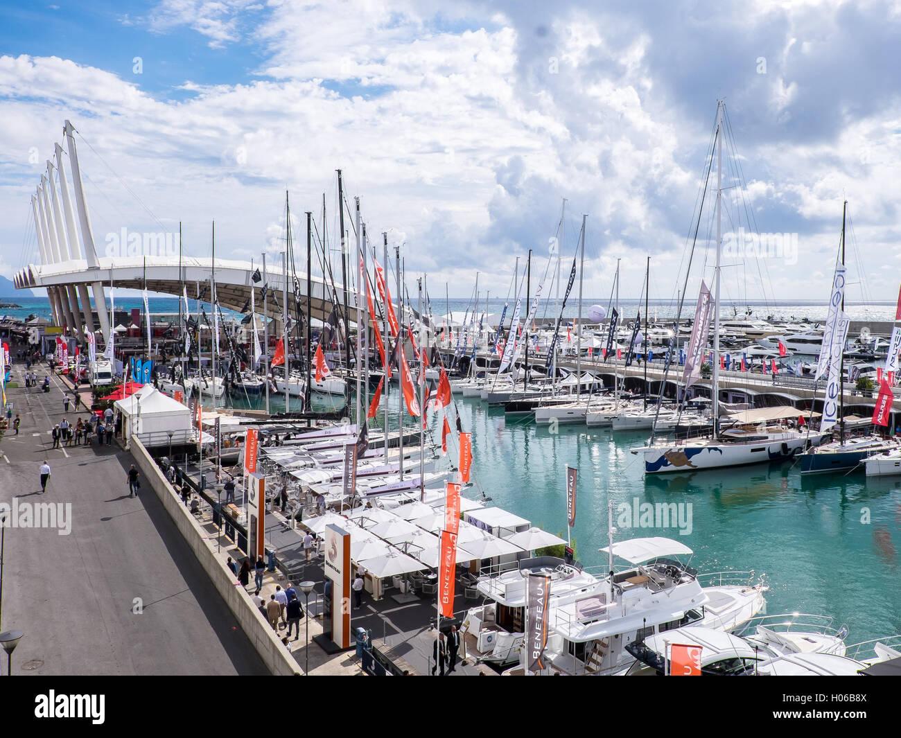 Génova, Italia. El 20 de septiembre, 2016. Una vista general del exterior Boat Show de Génova es visto Imagen De Stock