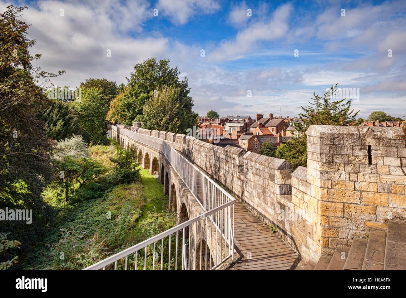 Las paredes de la ciudad de York, North Yorkshire, Inglaterra, Reino Unido. Imagen De Stock