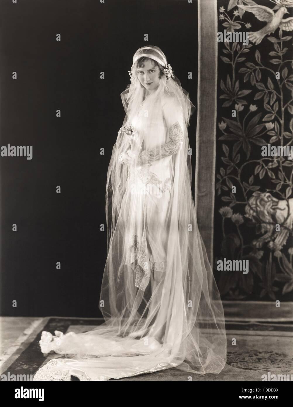 5b0d3974d7 Novia vestidos de manga larga vestido de novia cubiertos por velo largo