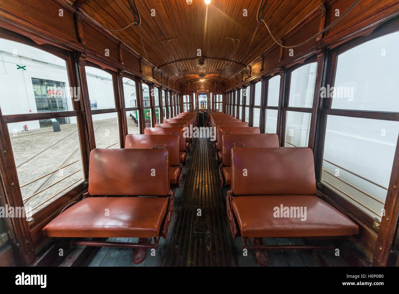 Vista interior del tranvía, el museo del tranvía, Museu do carro Electrico da Cidade do Porto, Porto, Imagen De Stock