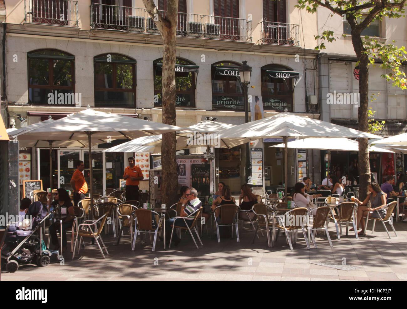 Arte Priorite Cafetería Calle Montera Madrid España Foto   Imagen De ... b68323b7400