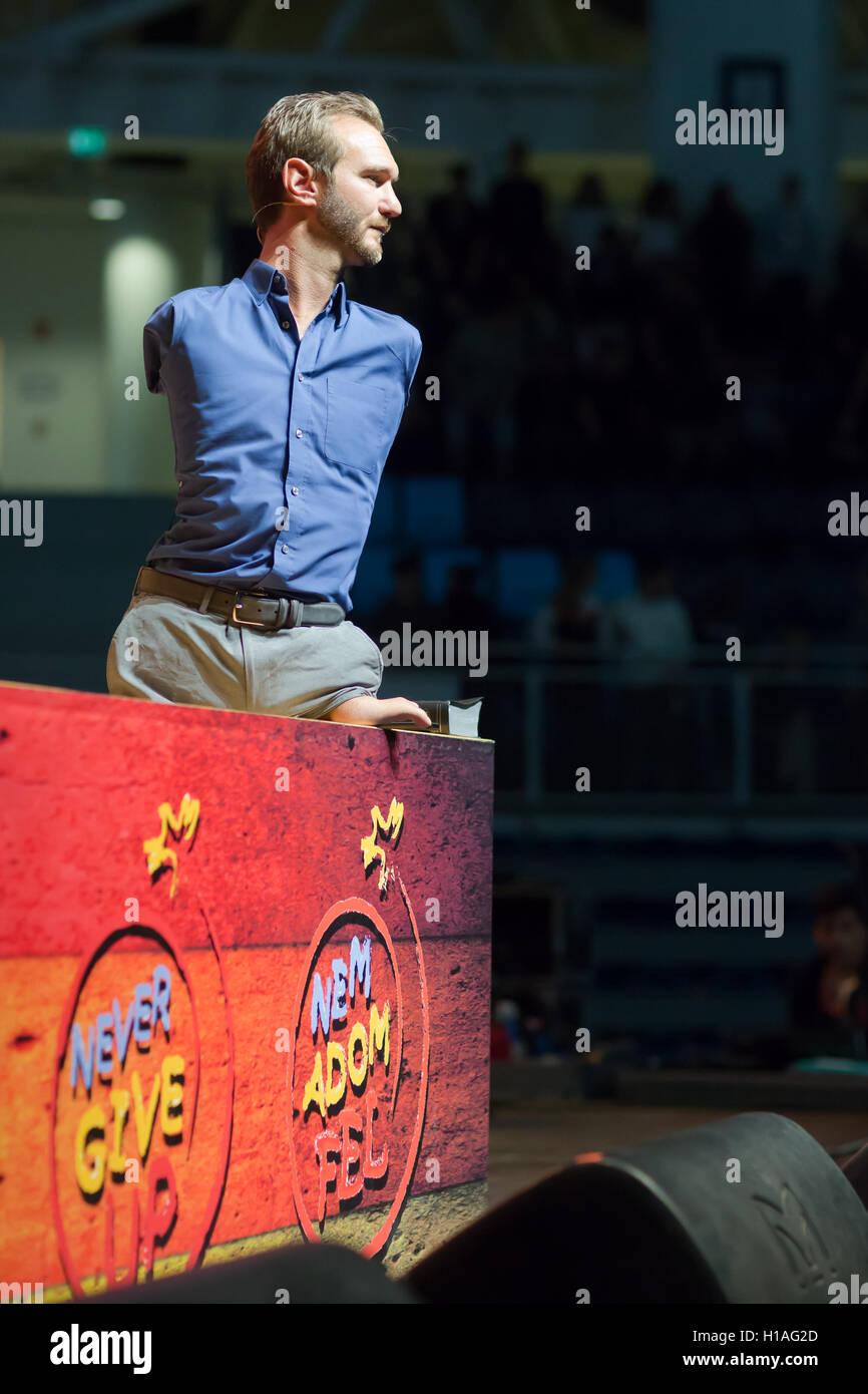 Budapest, Hungría. 22 Sep, 2016. Orador motivacional australiano Nick Vujicic da una conferencia en Budapest, Hungría, 22 de septiembre, 2016. Nació sin piernas y brazos. Crédito: Attila Volgyi/Xinhua/Alamy Live News Foto de stock
