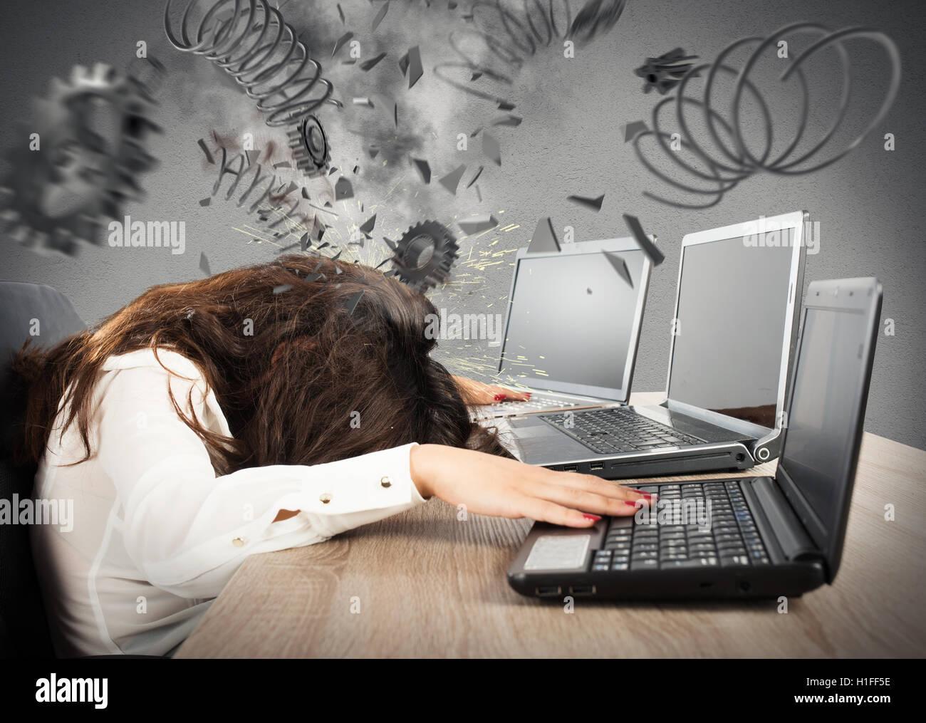 Concepto de estrés con explosión de engranajes Imagen De Stock
