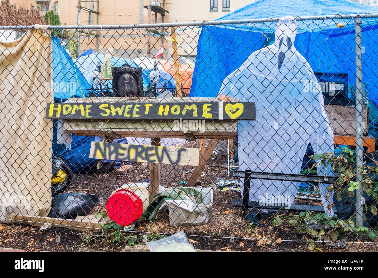 Dte sin hogar de la ciudad de carpa, en Hastings Street, Downtown East Side, Vancouver, British Columbia, Canadá Foto de stock