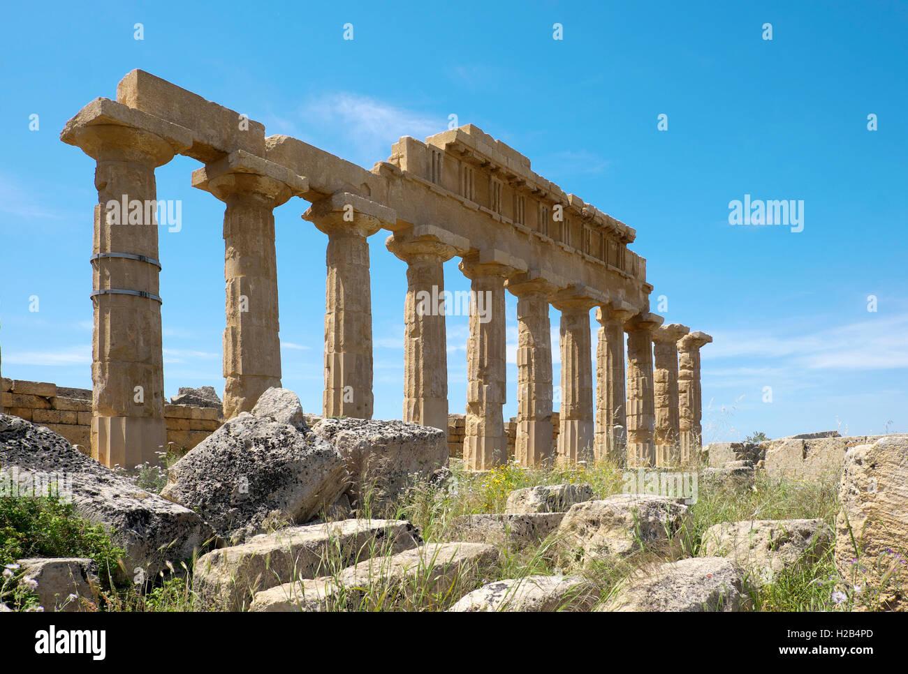 Antiguo templo griego C, la Acrópolis, el Parque Arqueológico de Selinunte, Selinunte, en Sicilia, Italia Imagen De Stock