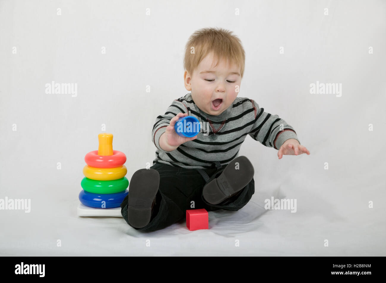 Edad PlásticoSiendo Joven Juguetes 10 De Jugar Meses Niño Con 5 tsCxBhQdr