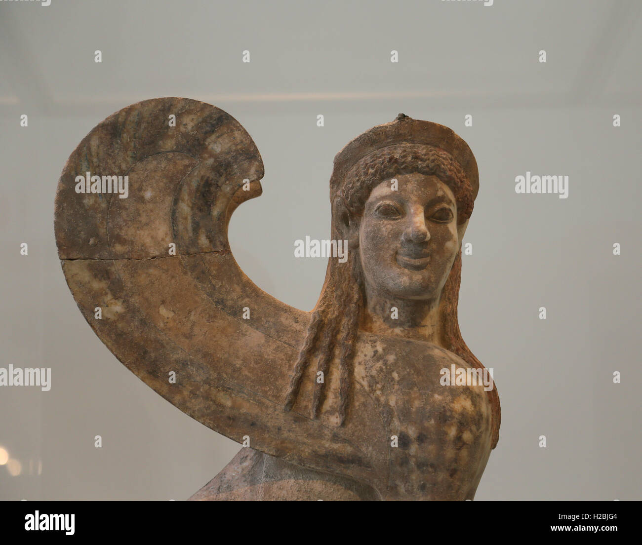 Capital y el finial de mármol en forma de una esfinge. Griego, buhardilla, ca. 530 BC. Museo Metropolitano Imagen De Stock