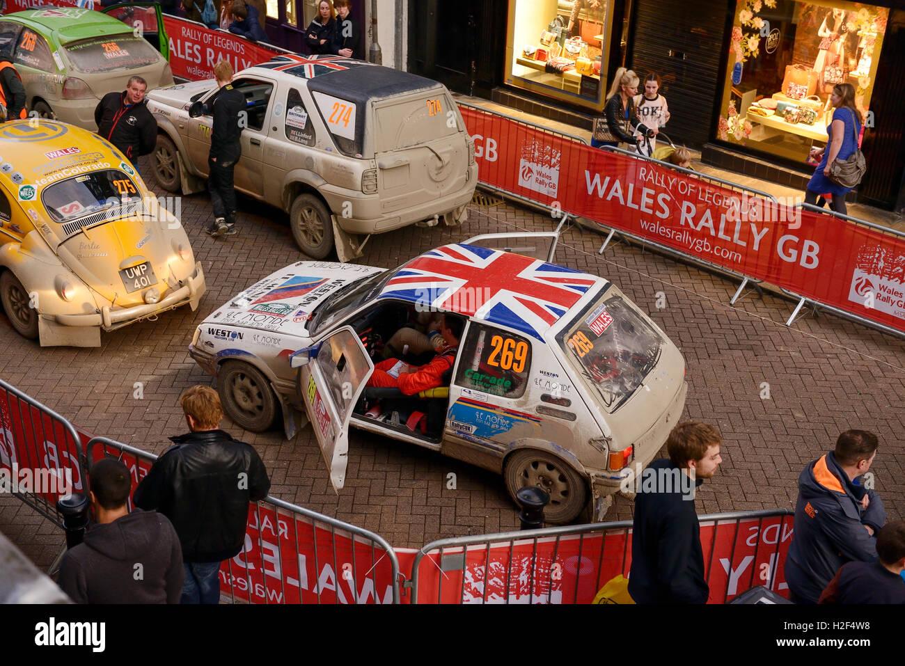 Chester, Reino Unido. 28 de octubre de 2016. El Rallye de Gales GB. Al final del día, coches compitiendo en Imagen De Stock