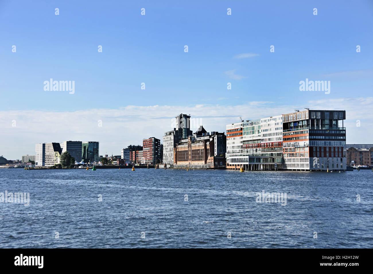 Amsterdam, Países Bajos la arquitectura moderna Apartamentos en Westerdoksdijkand entre Oude Houthaven IJ y Imagen De Stock