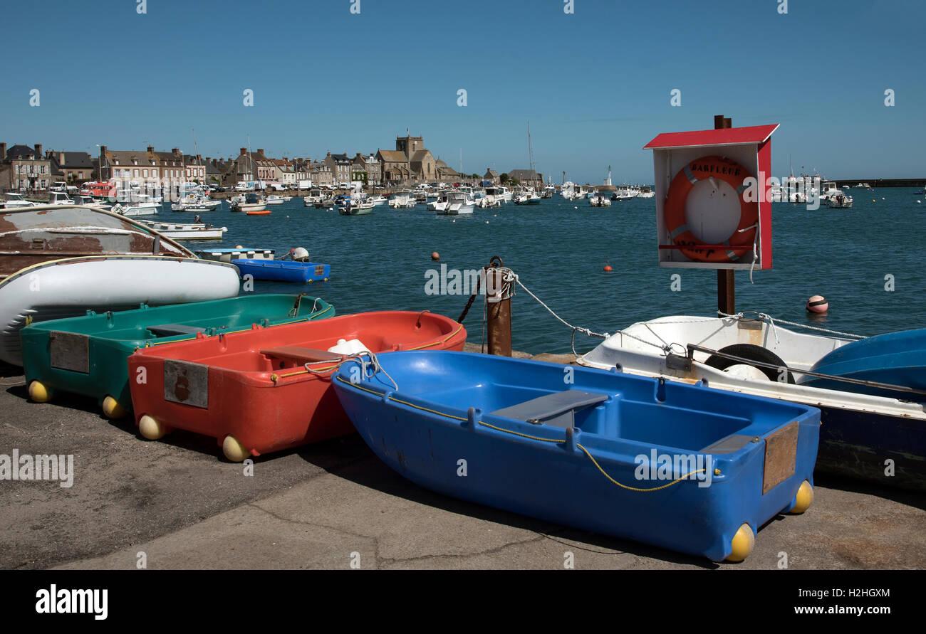 La comuna costera de Barfleur en Normandía, noroeste de Francia. Foto de stock