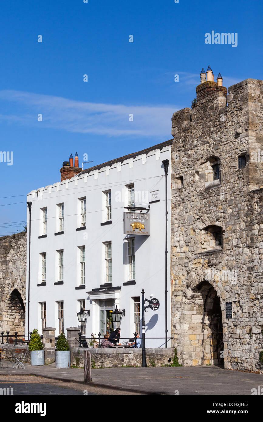Los cerdos en la pared hotel boutique y restaurante ubicado entre las históricas murallas de Southampton. Imagen De Stock