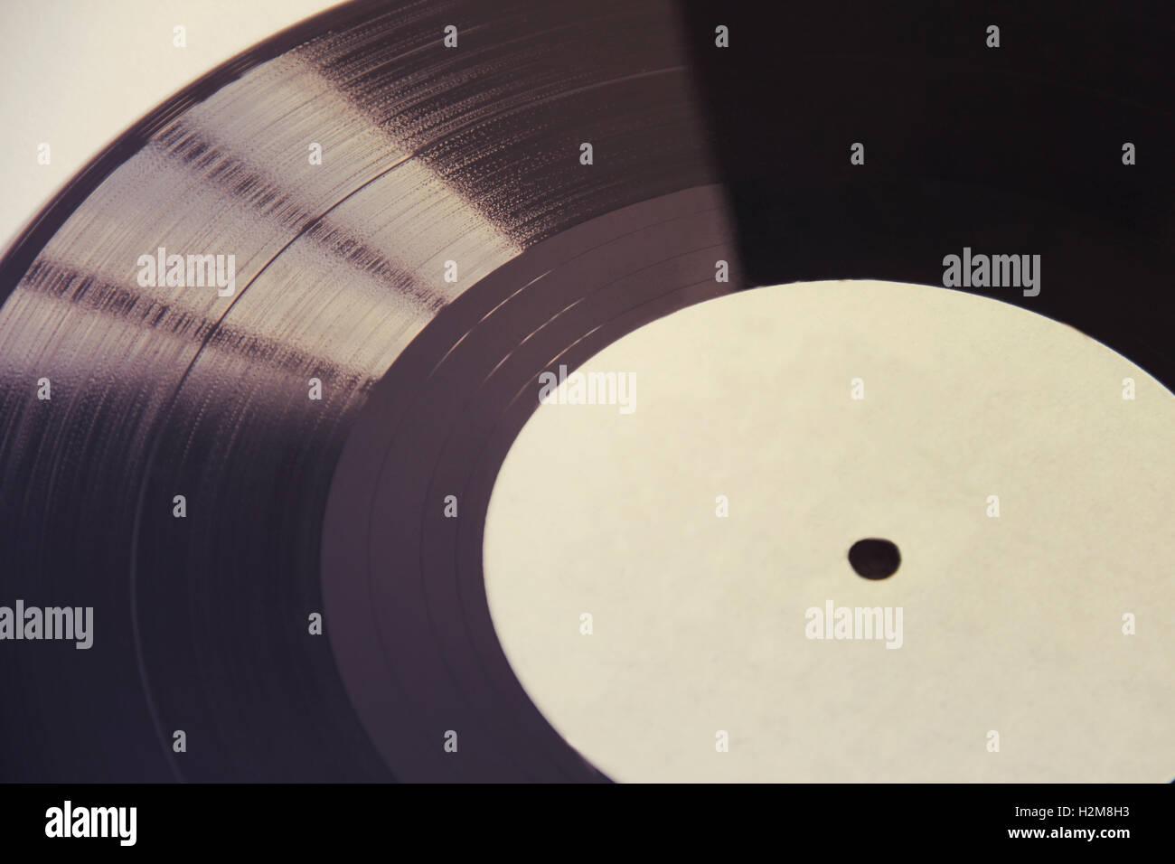 Vinilo negro aislado en blanco antiguo retro sound records Foto de stock
