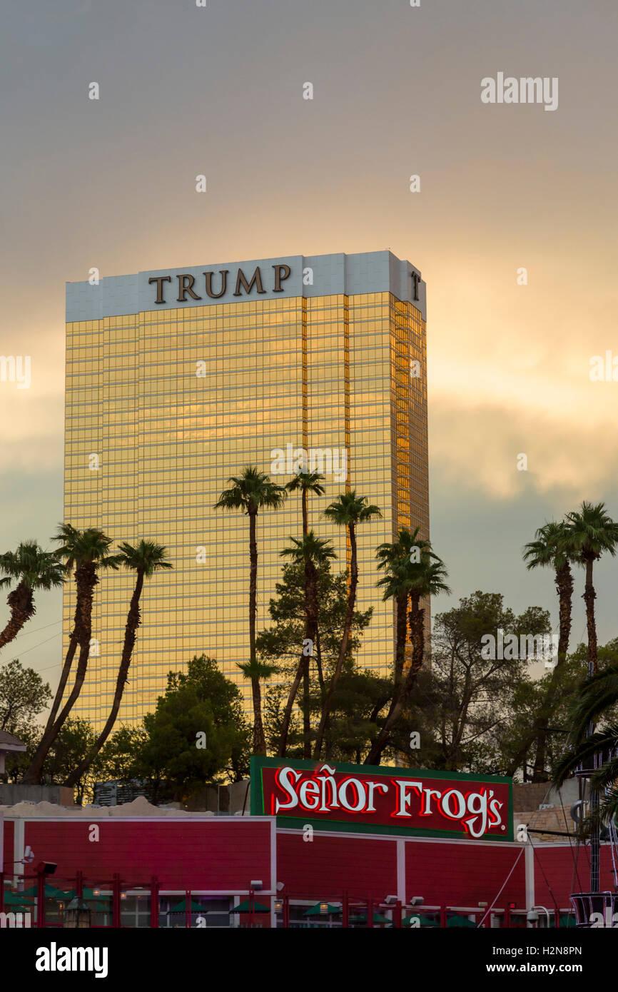Las Vegas, Nevada - El Hotel Trump, detrás del Señor Frog's Mexican Restaurant. Imagen De Stock