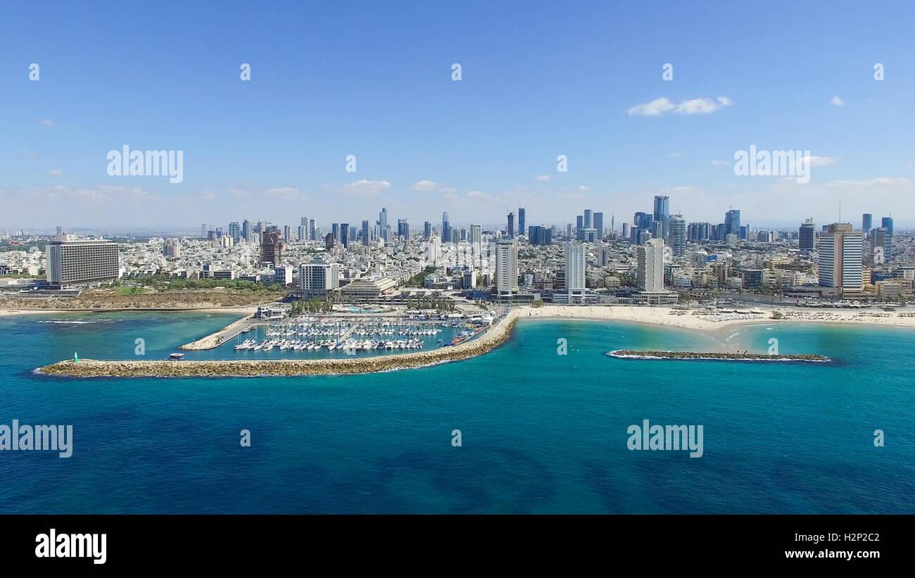 Tel Aviv - horizonte a trasladarse desde el mar mediterráneo, imagen aérea Imagen De Stock