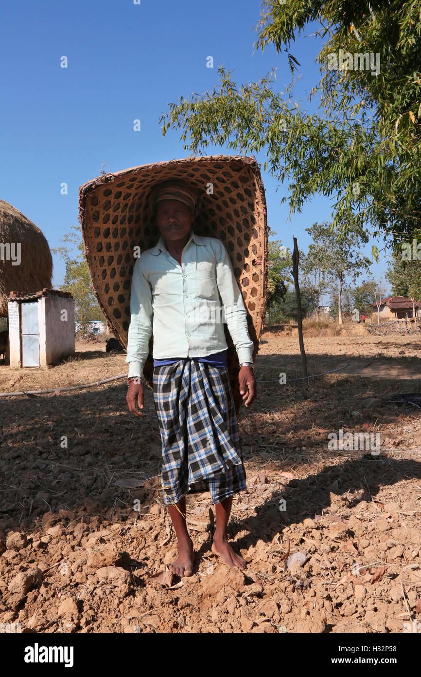 Hombre Con Sombrilla Knup Tribales Sobre Su Cabeza Nagesia Tribu
