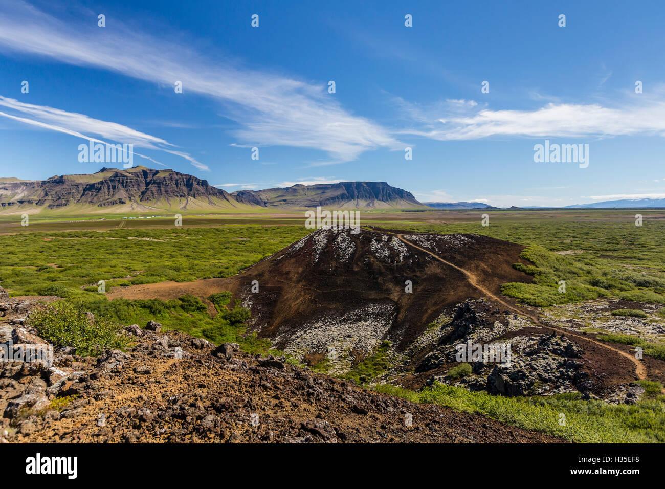 El cráter volcánico de Eldborg, declarada Monumento Natural Protegida en 1974, Islandia, las regiones polares Foto de stock