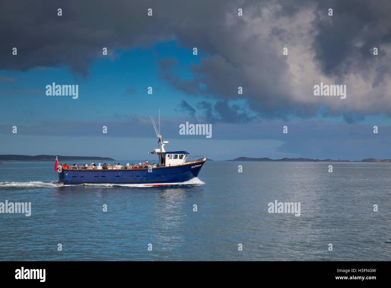 Viaje en barco de zafiro Isles of Scilly; UK Imagen De Stock