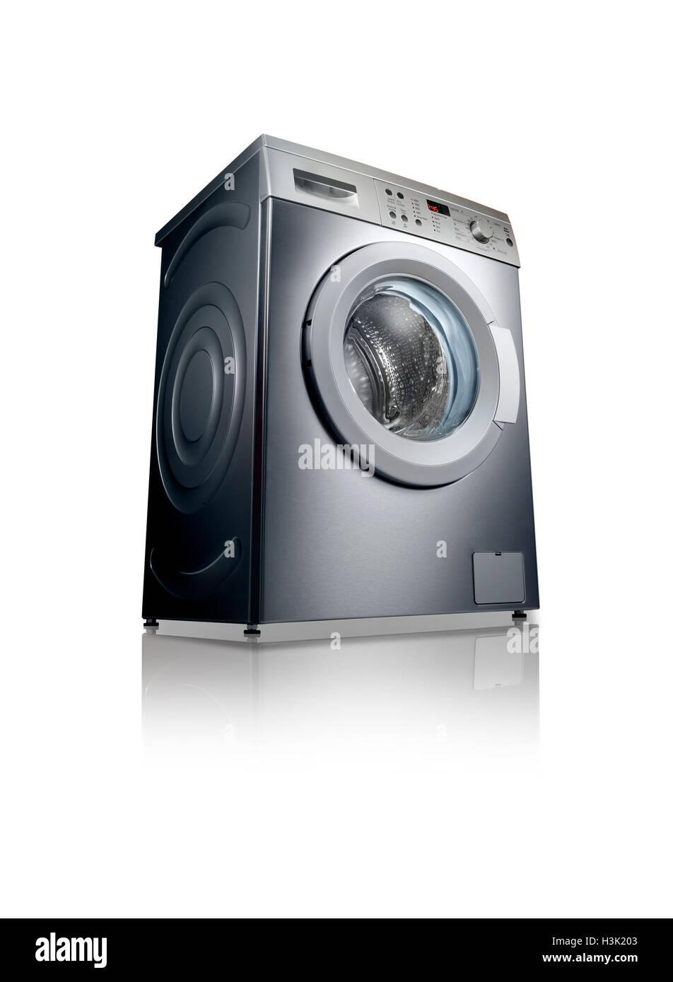 Un disparo de una lavadora con una reflexión sobre un fondo blanco. Imagen De Stock