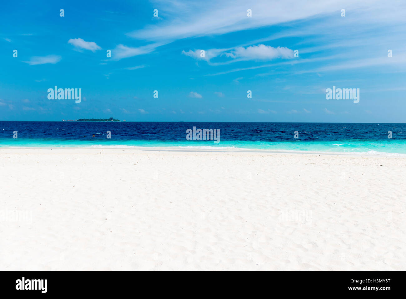 Playa de arena blanca, Maldivas Foto de stock
