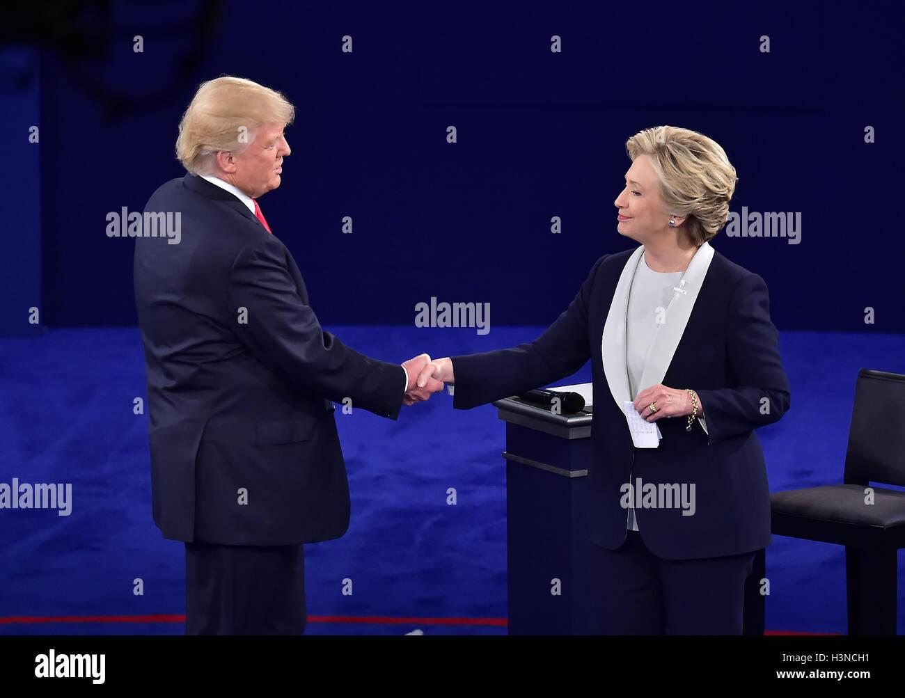 Louis, Missouri, EE.UU.. 9 Oct, 2016. El ex Secretario de Estado de los Estados Unidos, Hillary Clinton, el candidato Imagen De Stock