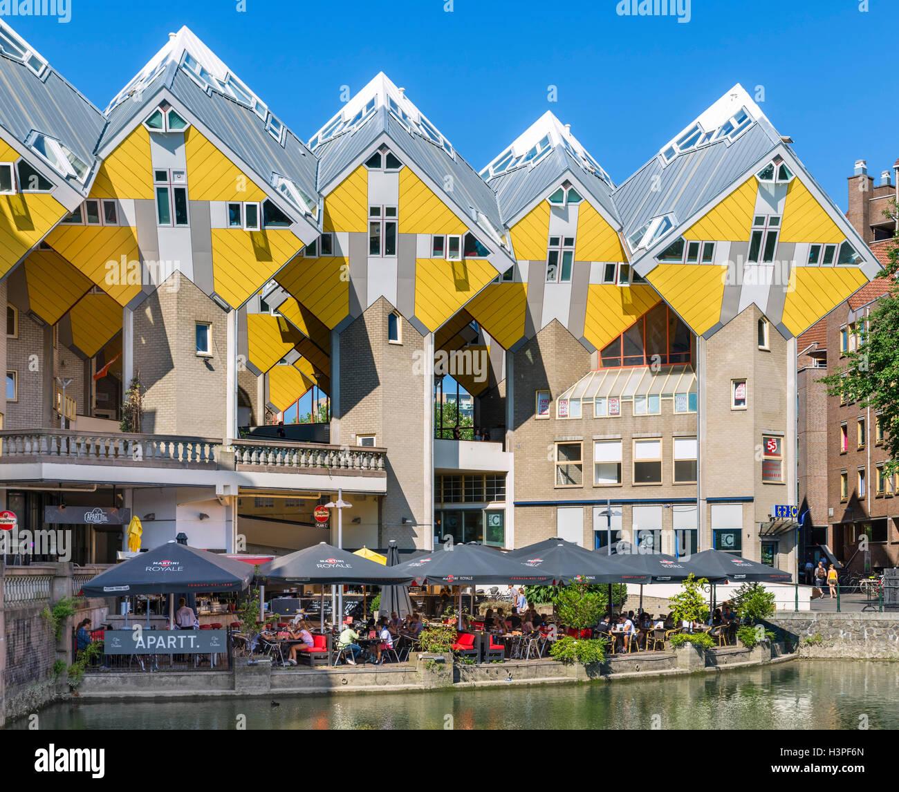 Casas cubo (Kubuswoningen) visto desde el Oude Haven (Puerto Antiguo), Blaak, Rotterdam, Países Bajos Imagen De Stock