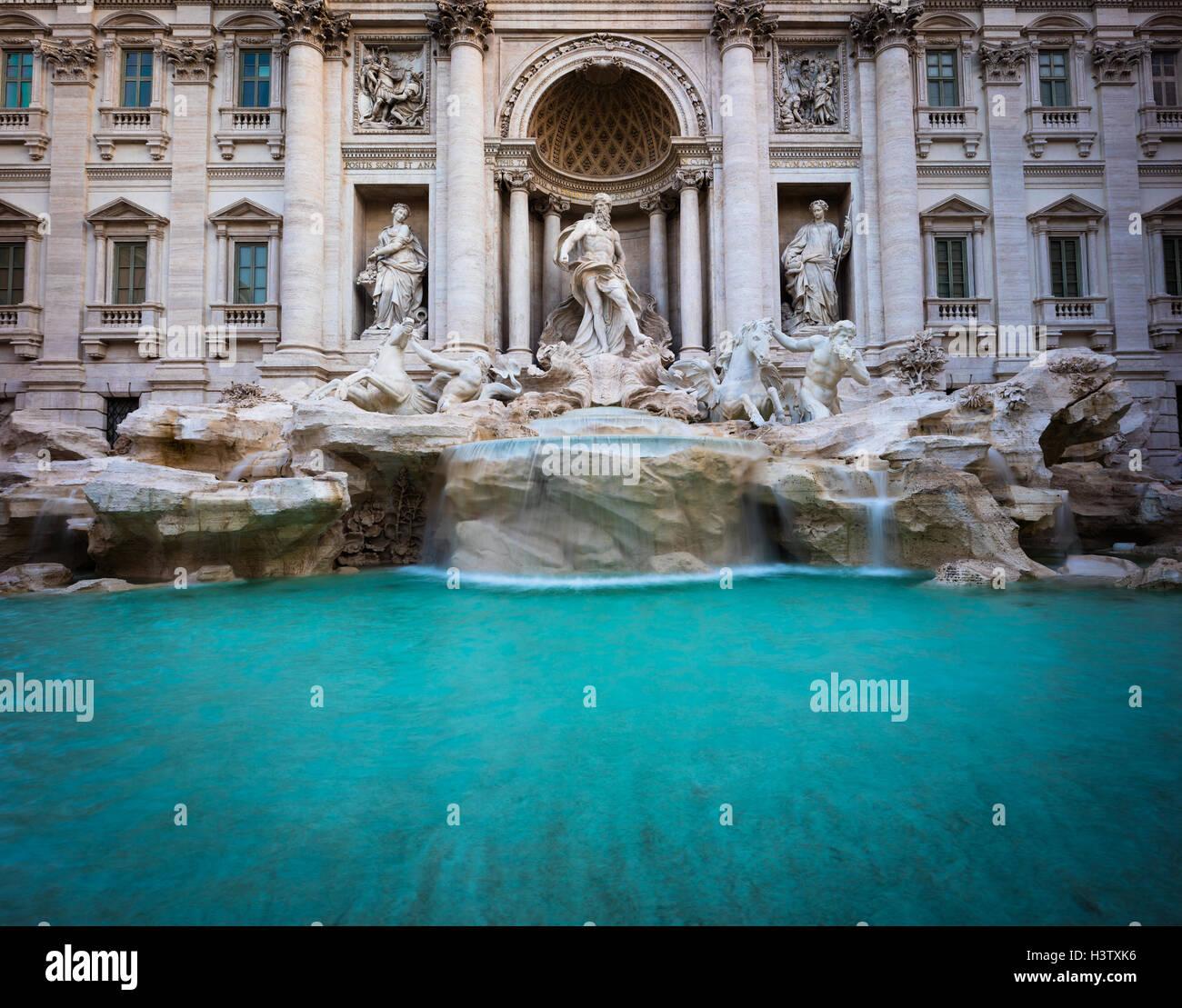 Italiano: la Fontana de Trevi (Fontana di Trevi) es un distrito en la Fontana de Trevi en Roma, Italia Foto de stock