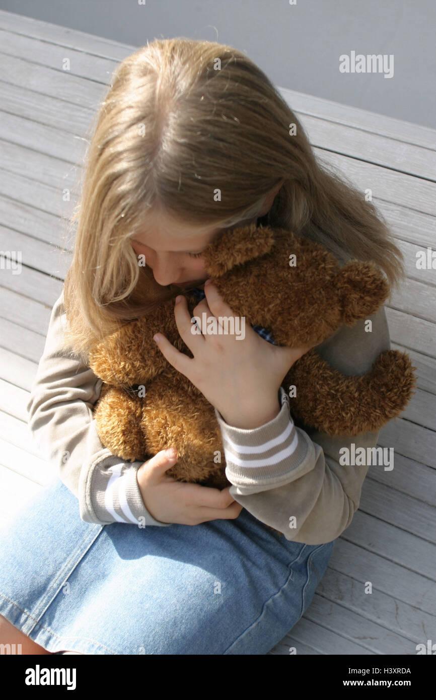 Banco De La Compañía Niña Tristemente Sentarse Abrazar Teddy