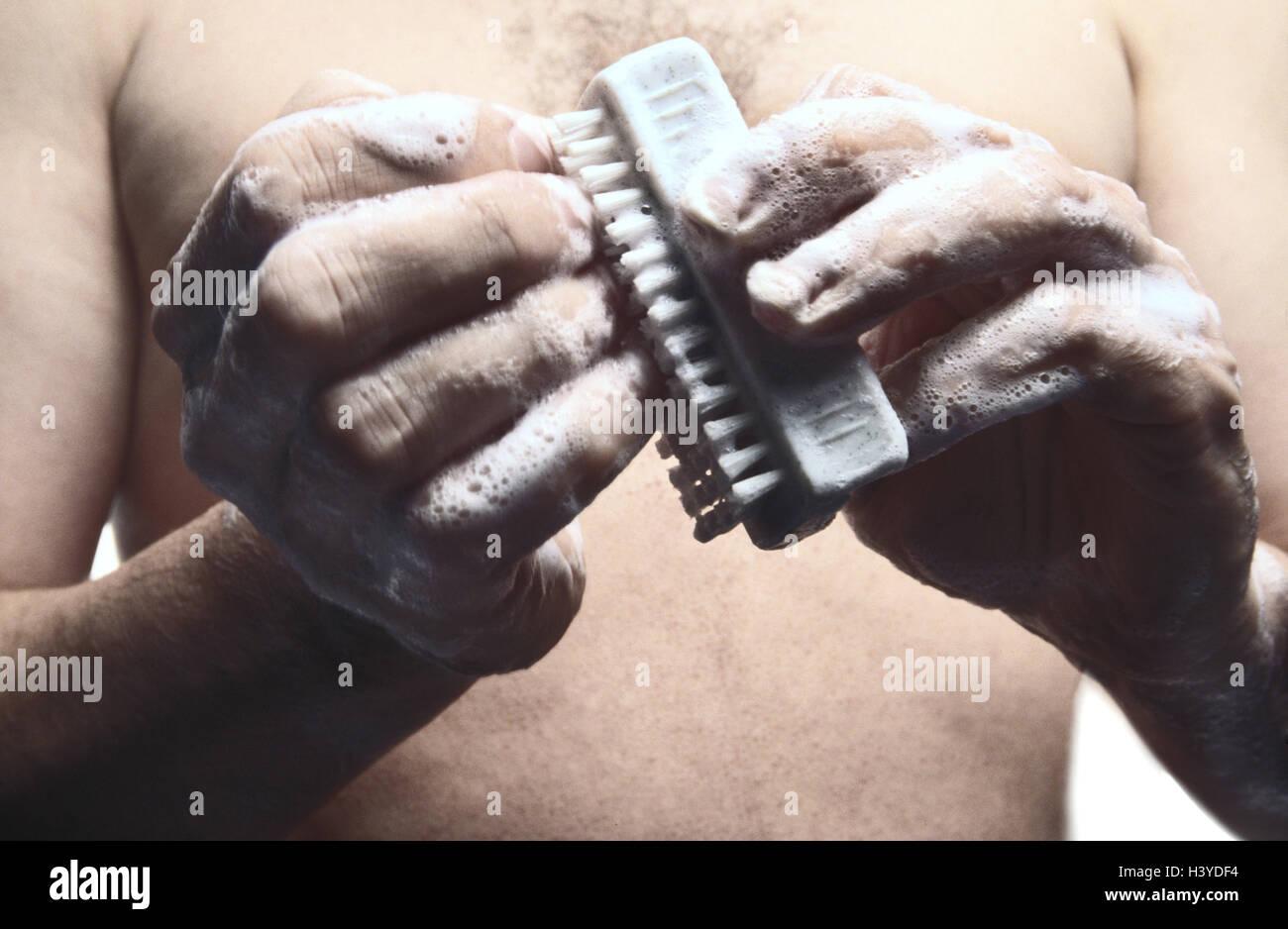 Hombre, la higiene, el cuidado personal, el lavado de manos ...