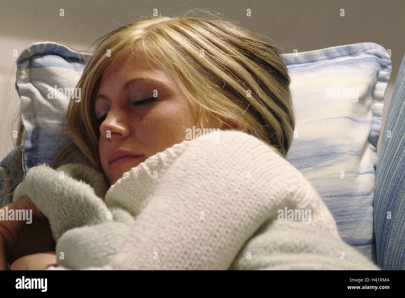 Mujer joven y rubia, dormir, retrato, vista lateral, 21 años, pacíficamente, tiredly, fatiga, sueño, descanso, descanso, Foto de stock